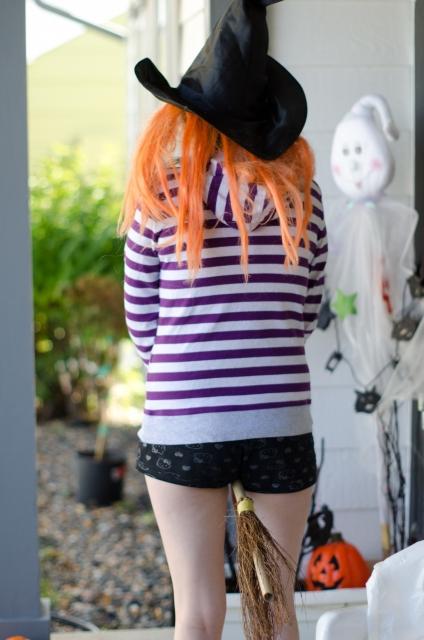 簡単にできるハロウィンの魔女の衣装のつくり方