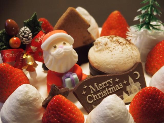子供が喜ぶキャラクター付きクリスマスケーキの予約方法や時期について