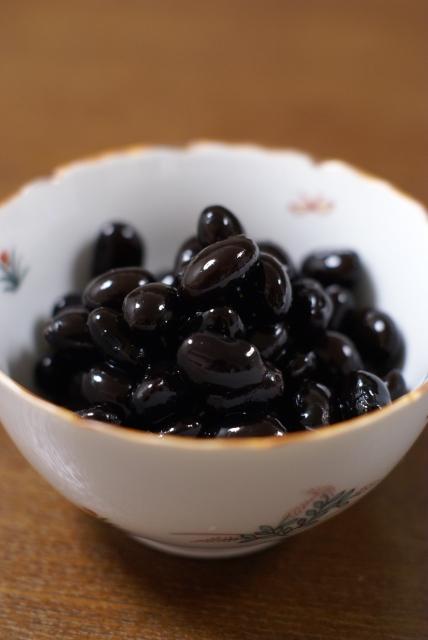 固くなった黒豆を煮直しするのはいいの?味は落ちる?煮た黒豆を固くならない方法は?