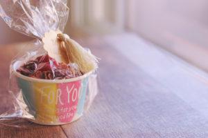友チョコ費用100円ショップ