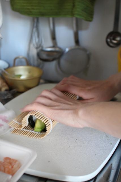 恵方巻きを巻きすがなくてもお家にあるものを代用して綺麗に巻く方法!