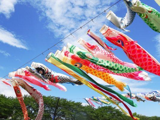 鯉のぼりを飾る時期はいつからいつまで飾るの?意味や由来は?関西と関東で違うの?