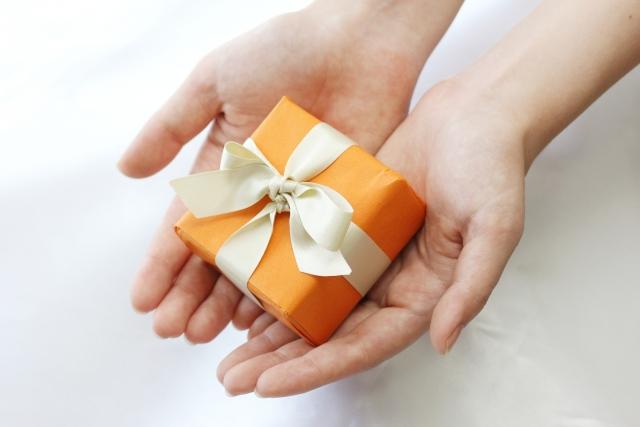 入学祝いのお返しは親や身内、親戚には必要?金額相場はいくら?