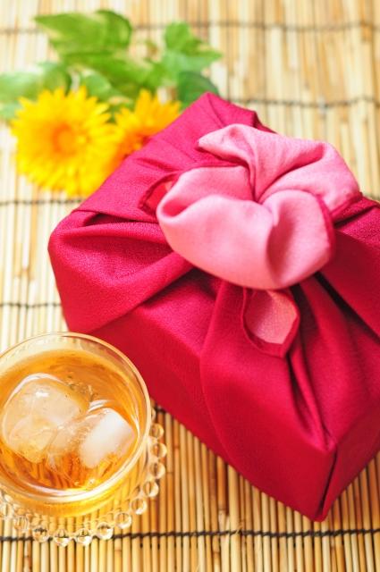 お中元甘いものがお好きな方に喜んでもらえる贈り物と選び方は?