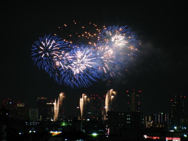 淀川花火大会の屋台の場所や時間と日程、種類、トイレの場所を紹介!