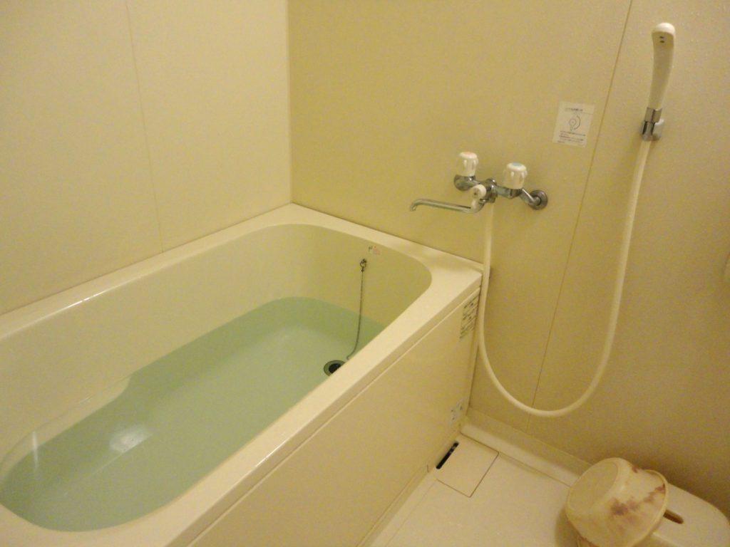 浴槽の水垢やうろこ状の汚れを簡単綺麗な落とし方と便利グッズまとめ