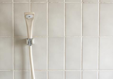 お風呂の壁の水垢やカビの黒ずみ汚れを落として掃除する方法は?
