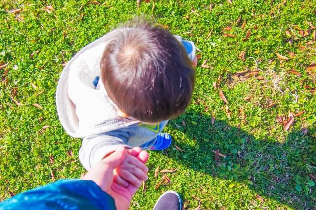 我が子が1歳半になっても歩かない原因と対処法!発達障害との関係は?