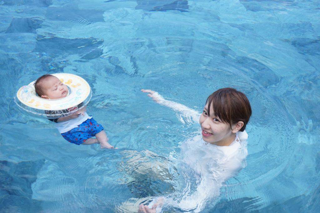赤ちゃん連れでプール!おむつで入れる東京の屋内温水プール5選
