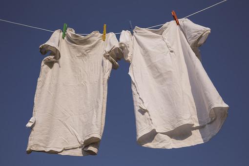 白Tシャツの黒ずみや黄ばみを綺麗に落とすには漂白剤やつけおきがいい?