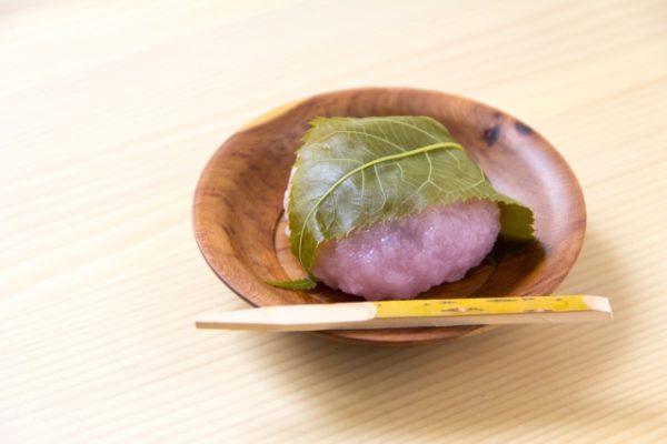 桜餅は冷凍保存しても大丈夫?保存期間や解凍して美味しく食べるコツを紹介