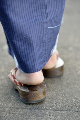 下駄の靴擦れを防ぐ上手なテーピングの巻き方を紹介します。