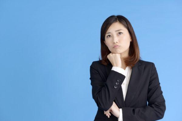 新入社員の女性が買うべきビジネススーツの色や値段の相場は?