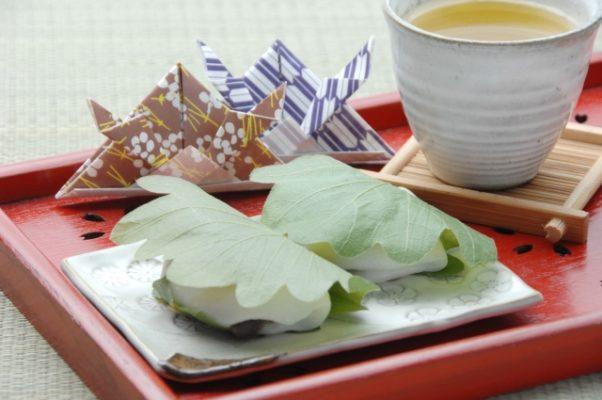 柏餅の保存は冷凍と冷蔵の保存期間と方法、硬くなった時の対処法を紹介