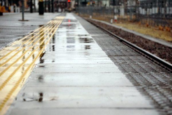 電車に乗る際の傘の持ち方マナー!周囲の怒りを買わない配慮