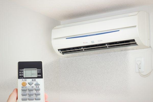 エアコンで除湿をしたら臭いがする!意外な原因と対策とは?